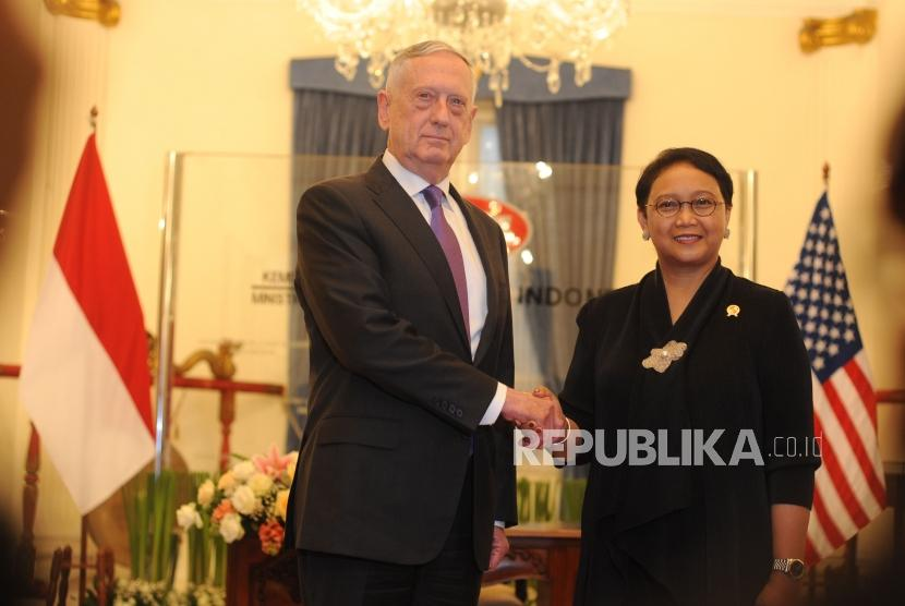 Indonesian Minister of Foreign Affairs Retno Marsudi receives a visit from the United States Secretary of Defence Y.M James Mattis in the Pancasila Building of the Ministry of Foreign Affairs, Jakarta, on Monday (January 22).