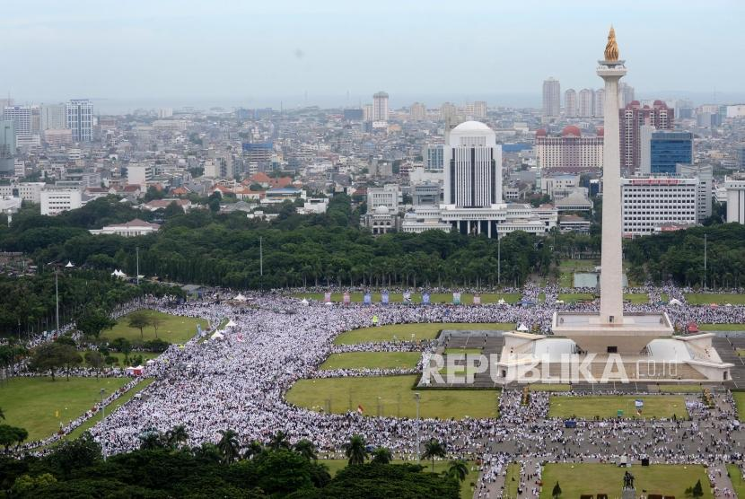 Muslims gathered in Monas area, Central Jakarta to attend 212 rally reunion, on Saturday (December 2).