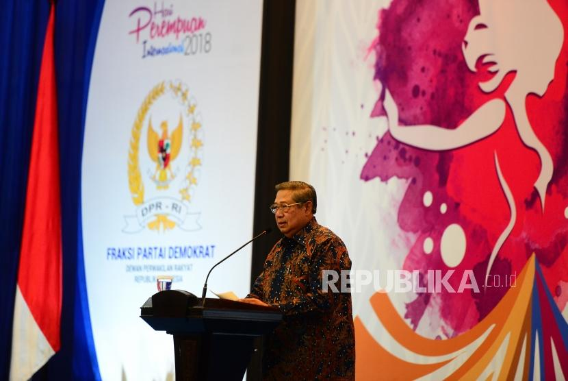 The 6th Indonesian President Susilo Bambang Yudhoyono delivers a keynote address at the opening of National Seminar of International Women's Day at Nusantara 4 building, Parliament Complex Senayan, Jakarta, Monday (March 19).