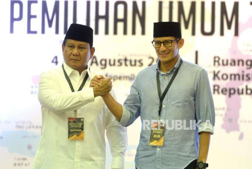 Vice presidential candidate of the opposition camp Sandiaga Uno (right) and presidential candidate Prabowo Subianto hold hand after registering themselves as participant of presidential election 2019 to General Election Commission, Jakarta, on Friday (Aug 10). Sandiaga wears soft blue shirt to express hope on a peaceful election.