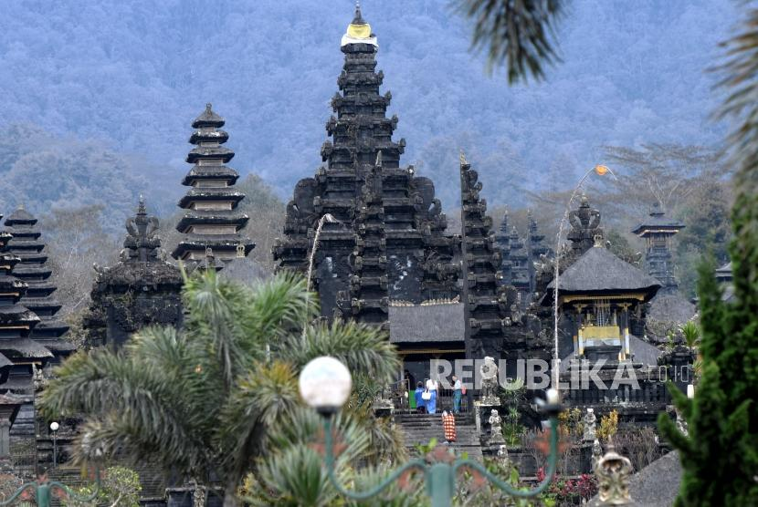Tourists visits Besakih temple, Bali, on Saturday (December 2).