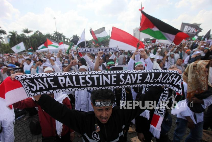 Hundred thousand of Muslims participate in Action to Defend Palestine 115 at National Monument (Monas) area, Central Jakarta, on Friday (May 11).