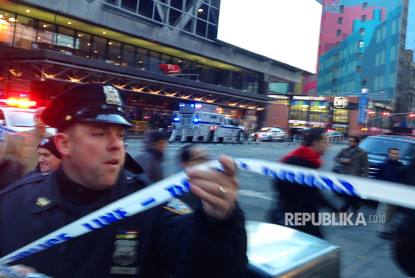 Police secured areas of the recent attack at a Manhattan bus terminal in New York, the US.