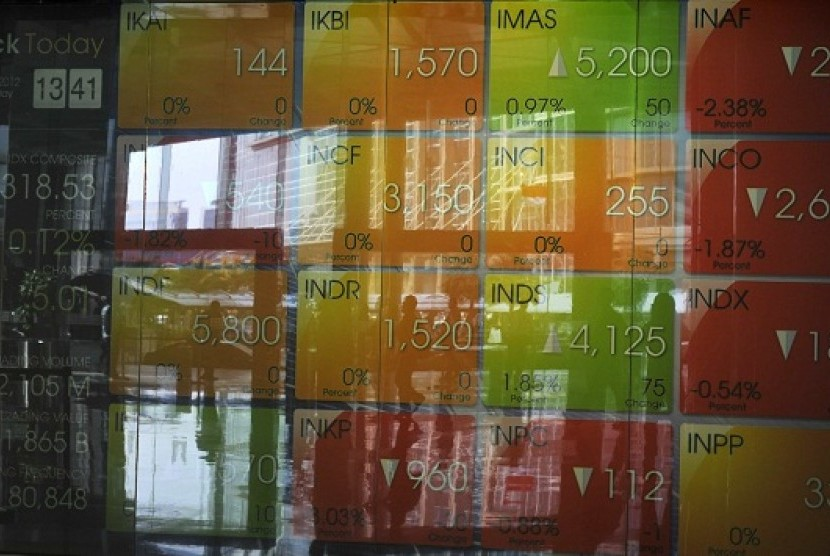 An electronic screen shows the fluctuation of stock exchange at Indonesia Stock Exchange in Jakarta. (illustration)