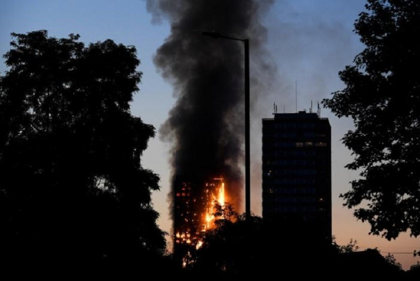 Fire at the Grenfell Tower, London, England seen from distance.