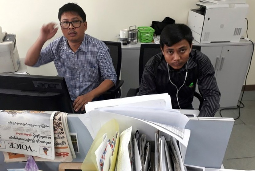 Reuters journalists, Wa Lone (31 years old) and Kyaw Soe Oo (27), who have been detained in Myanmar attend the hearing on Wednesday (January 10).