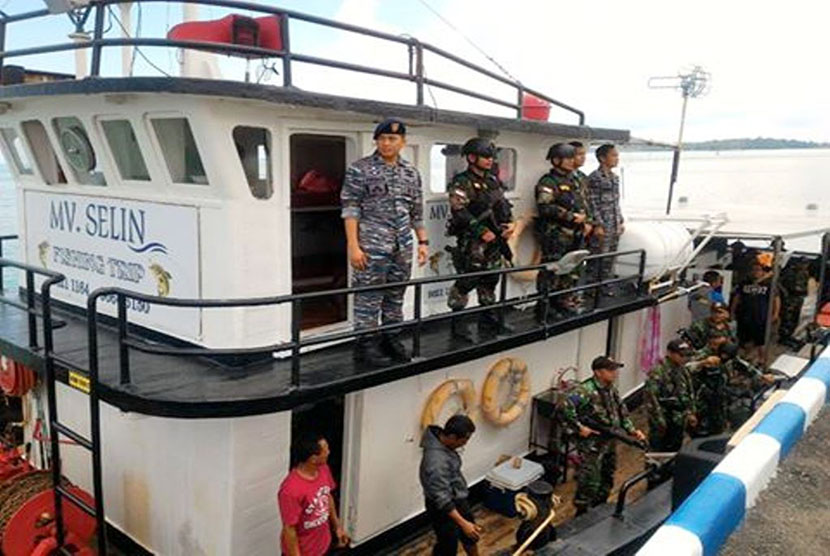 Foreign vessel caught encroaching on the Indonesian waters.