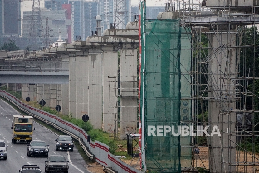 Infrastructure project -- On Wednesday (July 26), President Joko Widodo signals to open investment opportunities for BPKH to invest Hajj funds to infrastructure sector.
