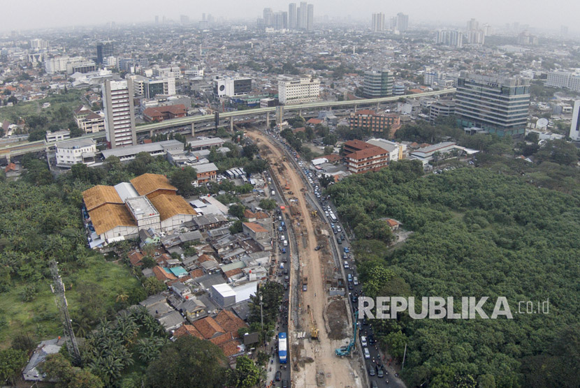 Severe traffic jam occured as a result of Mampang underpass construction, Rasuna Said, South Jakarta, on Tuesday (July 25).