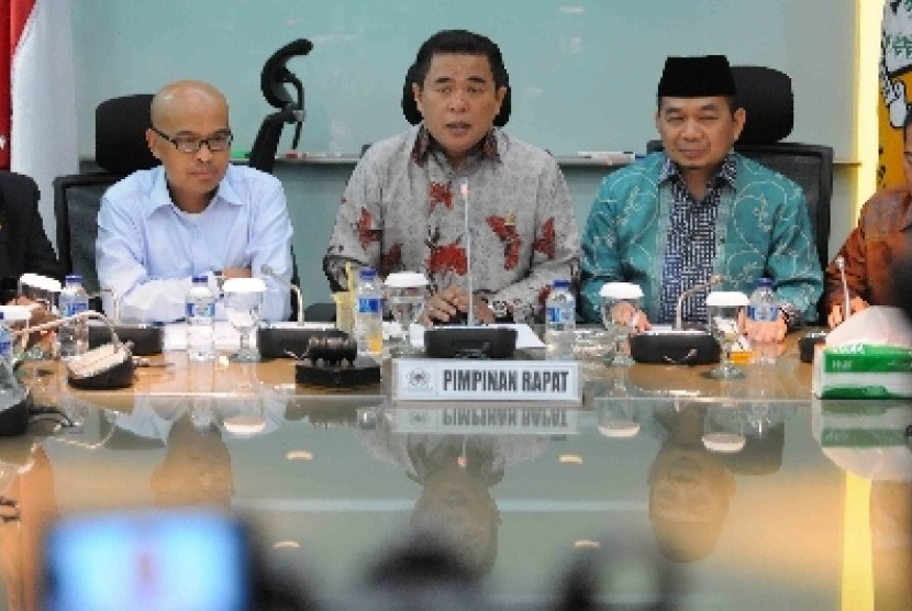 Gerindra Party Central Executive Board (DPP) chairman Desmond J Mahesa (left)