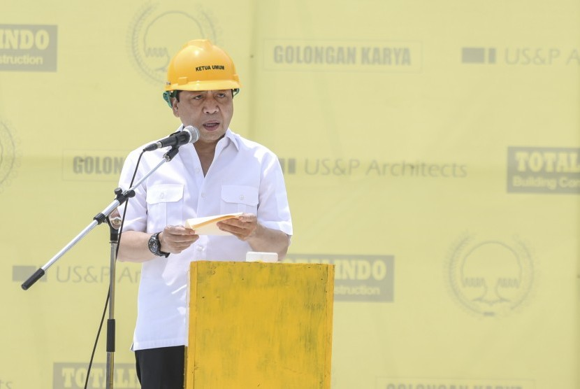 Golkar party chairman Setya Novanto delivers a speech during topping off of Golkar party's new building at its headquarters, on Sunday (November 12).
