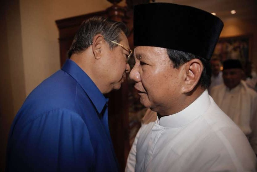 Presidential candidate Prabowo Subianto (right) and Democratic Party General Chairman Susilo Bambang Yudhoyono.