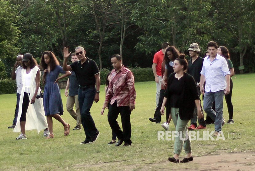 Former president of the United States, Barack Obama, and his family visit Borobudur temple, Magelang, Central Java, Wednesday (June 28).