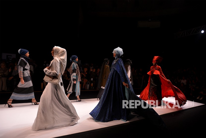 Fashion show at the opening of Muslim Fashion Festival (Muffest) Indonesia 2018 at Jakarta Convention Center, Jakarta, on Thursday (April 19).
