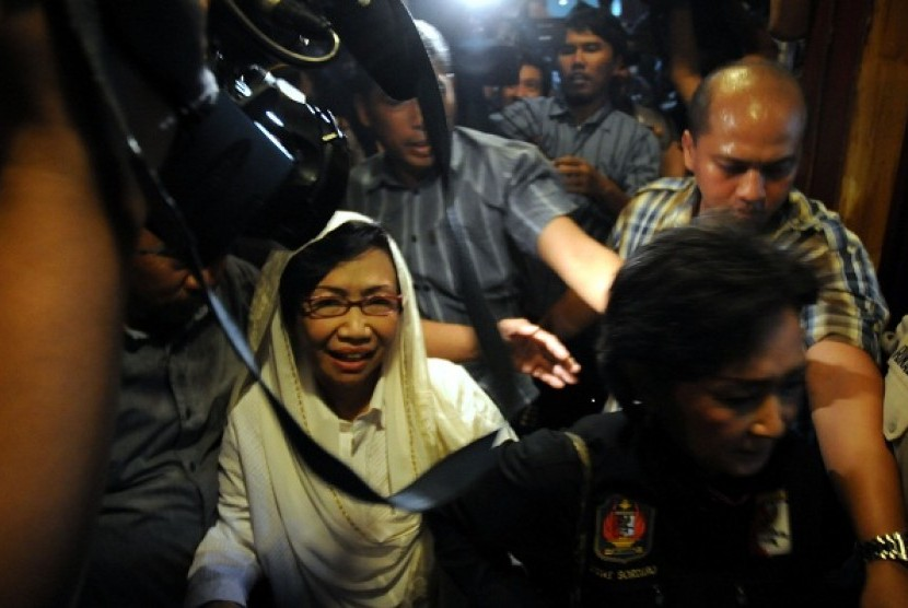 Nunun (in white) gets two and a half year in prison and 150 million IDR of fine.