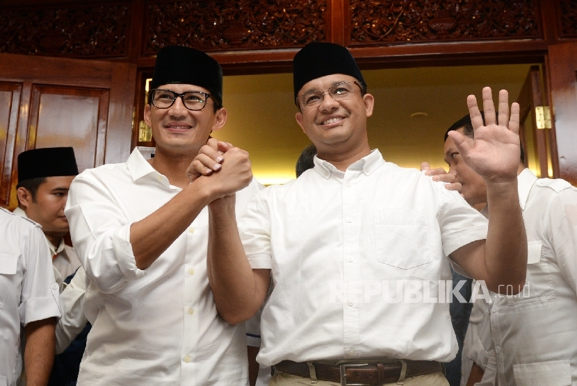 Jakarta's governor-elect Anies Baswedan together with his deputy-elect Sandiaga Uno promised to stop Jakarta bay reclamation.