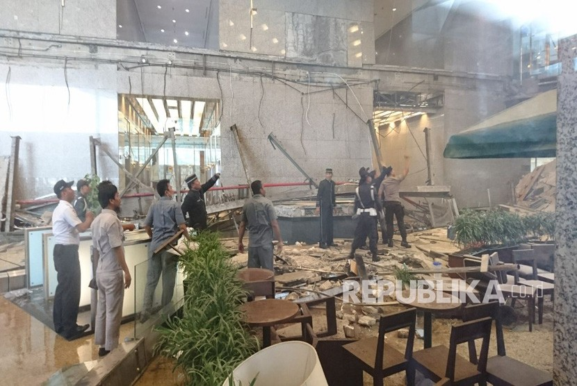 IDX's floor of Tower II collapsed on Monday at around 11:55 a.m. local time.