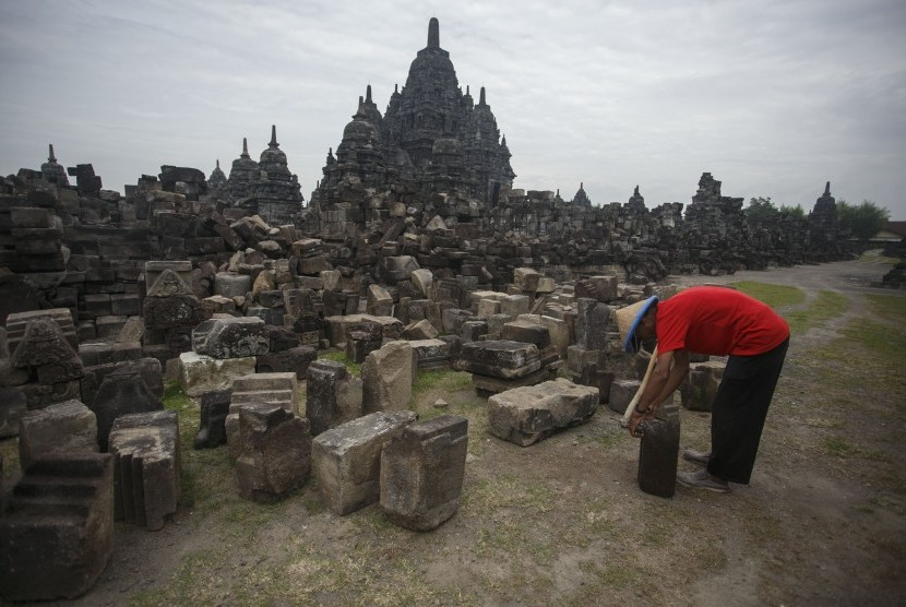 The preservation of Borobudur Temple, as one of the greatest Buddhist monuments in the world, and Prambanan Temple, as the Hindus' place of worship, in a populous Muslim-majority country demonstrates that inter-religious and cultural tolerance are still highly revered in this country, Religious Affairs Minister Lukman Hakim Saifuddin says.