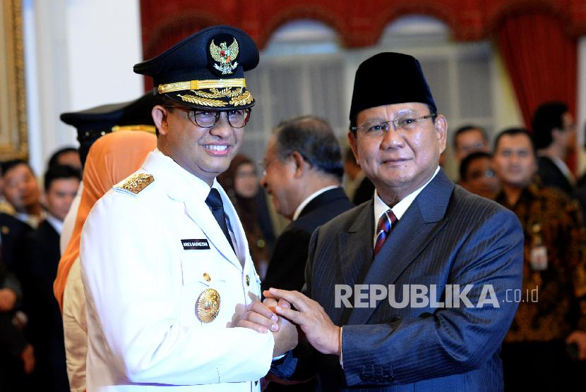 Anies Baswedan receives greeting from Gerindra chairman Prabowo Subianto after being inaugurated as Jakarta governor by President Joko Widodo at State Palace, Jakarta.