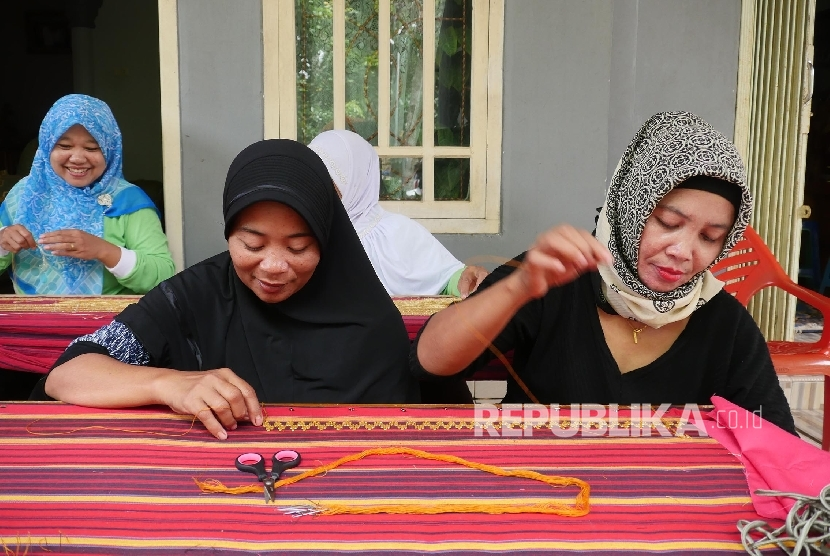 Tapis Lampung produced by local artists of Sumber Rejo village, Batanghari District, East Lampung.