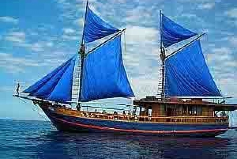 Phinisi ship.