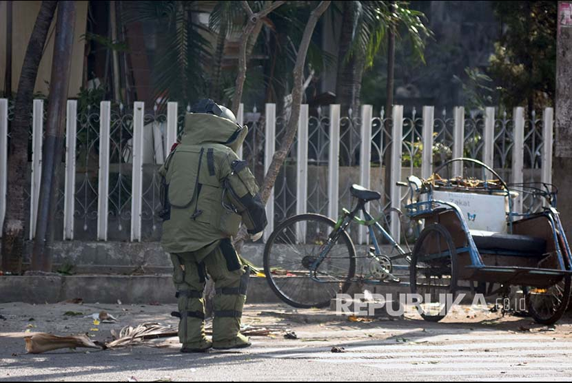 Bomb squad arrive at Santa Maria Tak Bercela Church at Ngagel Madya, Surabaya, East Java, on Sunday (May 13).