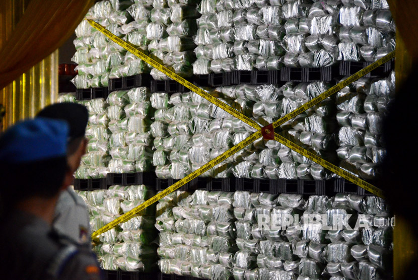 Police sealed the rice storage warehouse of PT Indo Beras Unggul, in Kedungwaringin, Bekasi, West Java, on Thursday (July 20) night.