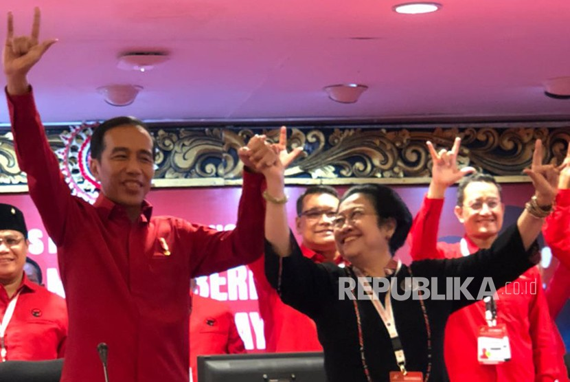 Chairwoman of the Indonesian Democratic Party of Struggle (PDIP) Megawati Soekarnoputri holds Joko Widodo's hand after re-appointing him as the presidential candidate for 2019 election.