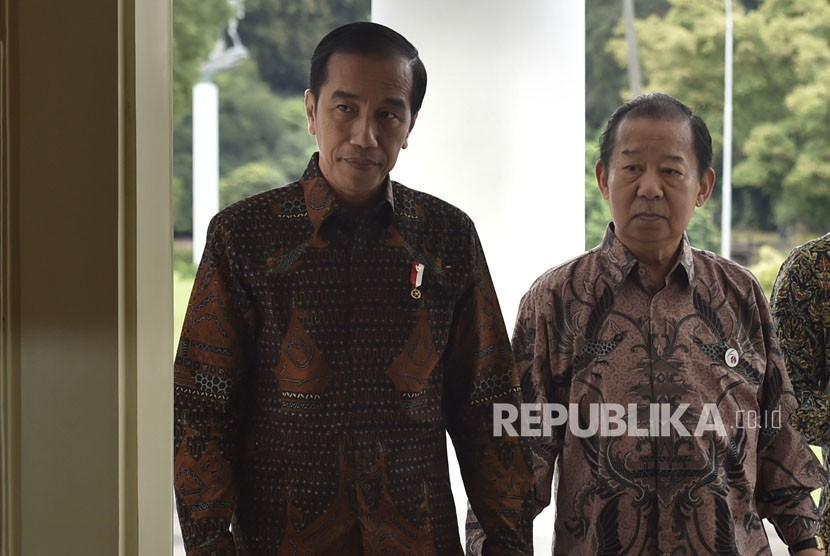 President Joko Widodo (left) welcomes Delegation of Special Envoy of Japanese Prime Minister, Toshihiro Nikai, and his entourage at the Presidential Palace of Bogor in West Java on Friday (January 19).