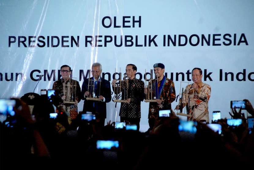 President Joko Widodo (center) inaugurates the 36th congress of the Indonesian Christian Students Movement, Bogor, West Java, on Friday.