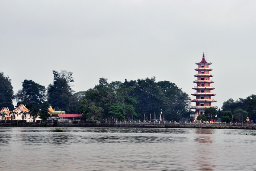 Kemaro Island known for its ancient Chinese pagoda and temple known for its famous love story.
