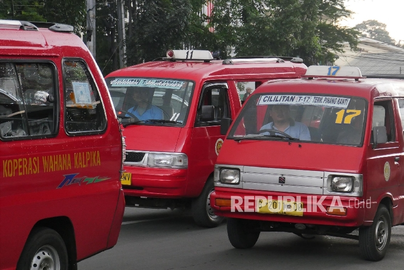 Indonesian Transportation Society observer Djoko Setidjawarno said the subsidised public transport services in Pare-Pare and Tabanan should be replicated by other areas in Indonesia to attract people to switch from using private cars to means of public transportation.