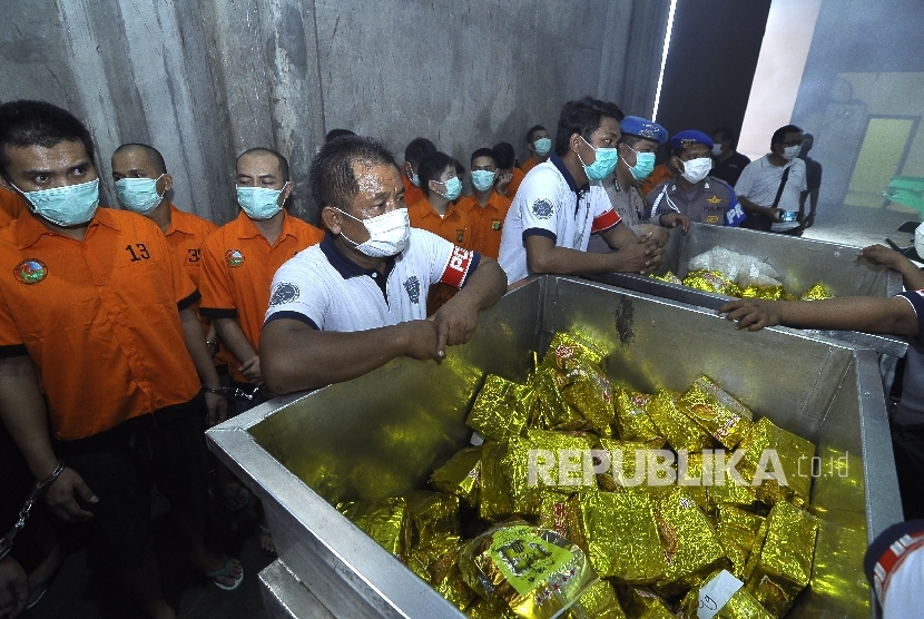 The police destroy 1.4 tons of methamphetamine and 1.2 million ecstasy pills, which were seized in various narcotics cases, using an incinerator at the Angkasapura Garbage Plant, Soekarno Hatta Airport, in Tangerang, on Tuesday.