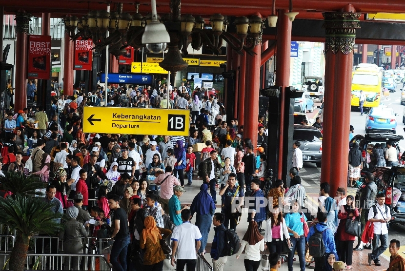 The Transportation Ministry has predicted that the number of Eid al-Fitr holidaymakers traveling by plane this year will be higher than last year. (Illustration)