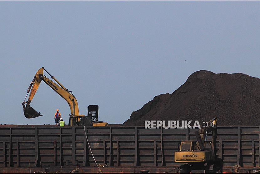 Coal shipment. The Ministry of Energy and Mineral Resources (ESDM) noted that the realization of coal production in the first half of 2017 was 139 million tons or only 29.14 percent of the 477 million ton year-long target.