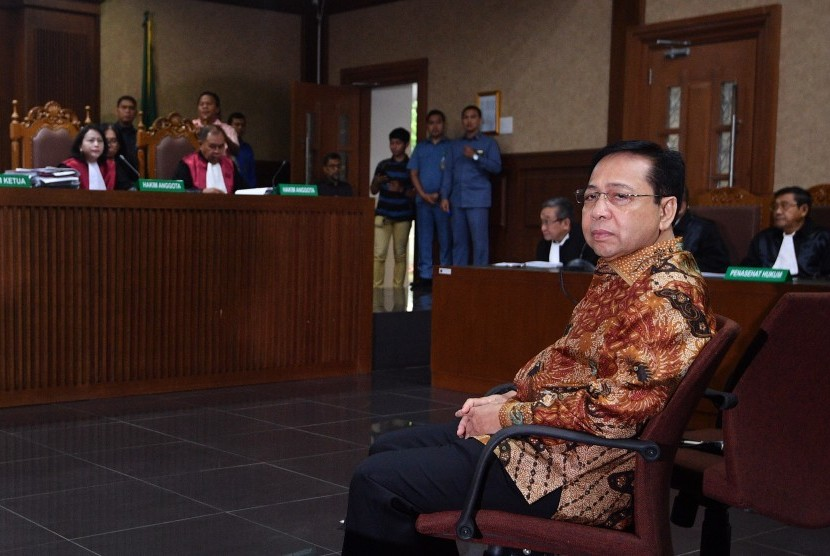 Defendant in e-ID card procurement graft case, Setya Novanto attends the trial to hear the verdict at Corruption Court, Jakarta, on Tuesday.