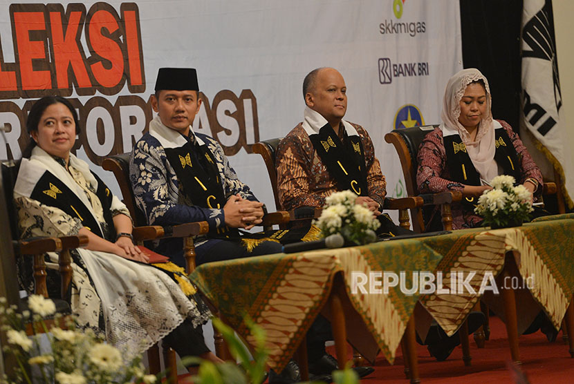Children of former presidents, Puan Maharani (left), Agus Harimurti Yudhoyono (second left), Ilham Habibie (second right) and Yenny Wahid looked back at reformation era in an event held by ICMI in Jakarta, on Monday (May 21).