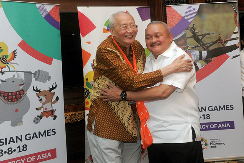 vice president of the Olympic Council of Asia, Wei Ji Zhong was welcomed by South Sumatra Governor Alex Noerdin after visiting Jakabaring Sport City (JSC), Palembang, on Thursday (December 14).