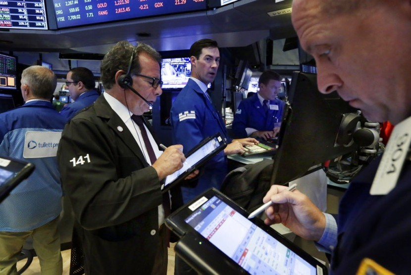 Investor Wait and See, Wall Street Melemah