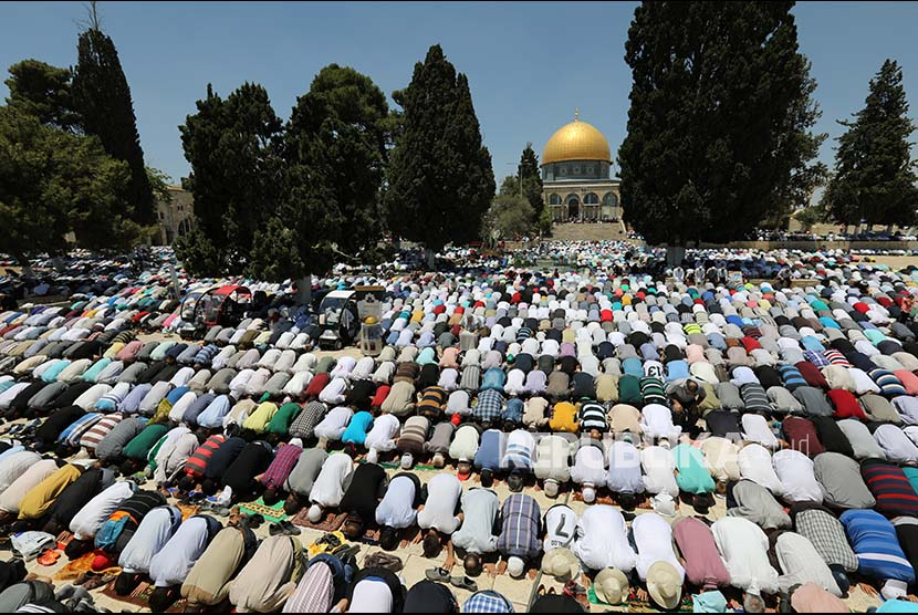 Friday prayer at the third week of Ramadan held at the Al Aqsa mosque.