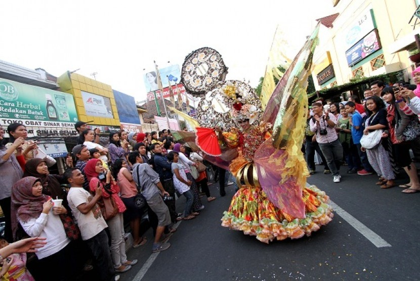 Yogyakarta holds a fashion carnival on Saturday. The city is dubbed as the coziest city in Indonesia and outnumbered Jakarta which sits in number 13.